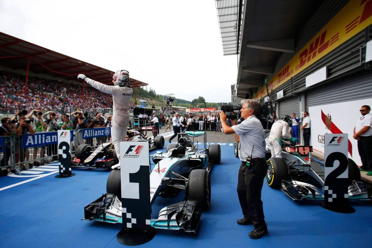 Victoria de Lewis Hamilton:  El británico consigue su segunda victoria en Spa y es líder, Rosberg y Grosjean completan elpodio.